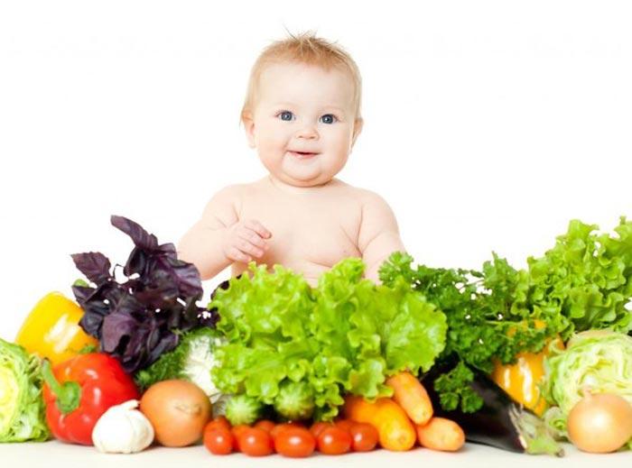 Mẹ thay đổi thói quen ăn uống khoa học cho con để giảm chứng táo bón
